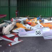 chartres_2008/ modèles sous hangar
