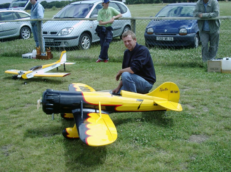 Richard et son gee Bee Y issu d'un Kit ready to fly -  2,00m Env
