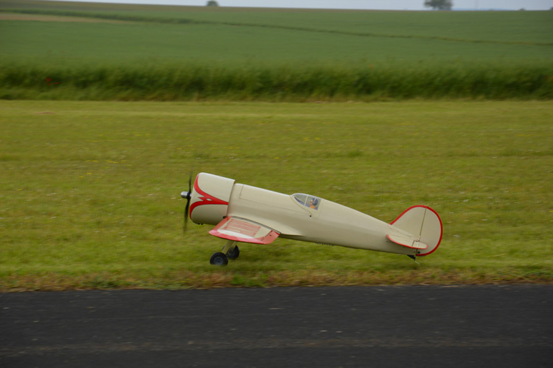 Posé pour ce Wedell Williams ( Kit Ready to fly )