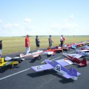Samedi 12 h , regroupement des modeles sur la piste