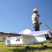 Toujours présent le Cassutt  au fuselage Fibre de  G.Watelet