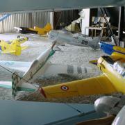 les modèles dans le hangar de vimory