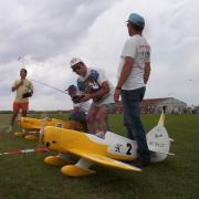 Au  premier plan... P Baudin  écoute son régime moteur avant le départ.